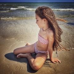 Seduta sulla sabbia