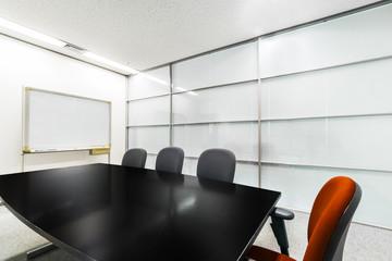 面接会場 会議室  Chair over the glass