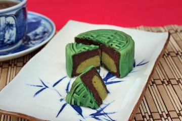 Matcha & Red Bean Mooncakes  ,  autumn festival foods