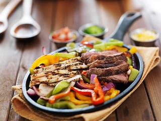 Wall Mural - mexican fajita skillet meal with steak and chicken