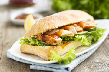 Sandwich with chicken and mango chutney