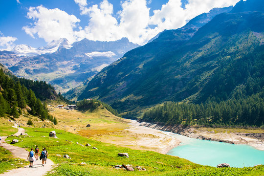 Place Moulin lake hiking in the Valle d'aosta