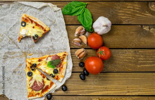 Пицца на пергаментной бумаге рецепт с фото