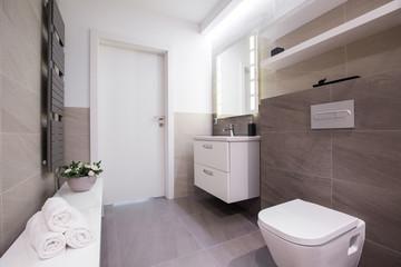 Spacious light bathroom