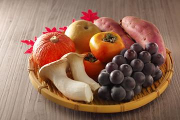 秋の作物 山盛りイメージ Autumn ingredients