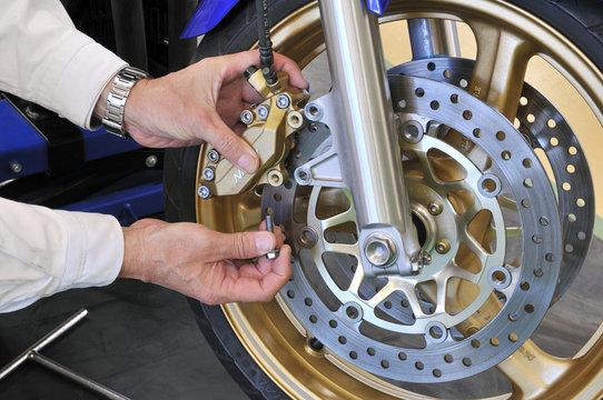 バイクのブレーキ整備