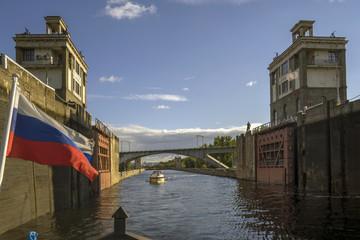 Шлюз канала им. Москвы. Шлюзование.
