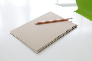 ノートと鉛筆3