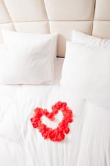 ベッドルーム,バラの花びらのハート