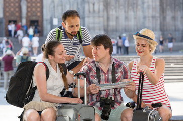travelers are sightseeing city with map and camera