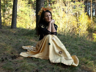 Девушка в юбке гуляет по лесу фото 755-959