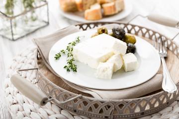Schafskäse mit Oliven