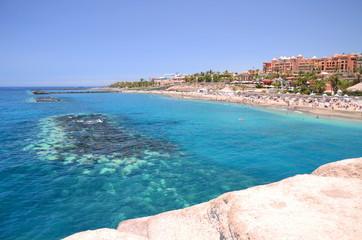Przepiękna lazurowa Playa Del Duque w Adeje na Teneryfie