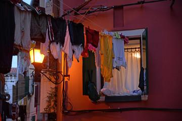 Fenster in Rovinj, abends