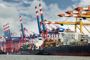 Containerhafen in Aktion