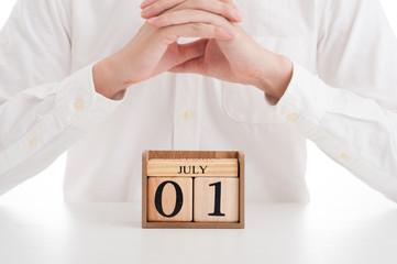木製の日めくりカレンダー 7月