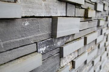 Grafische Granitwand