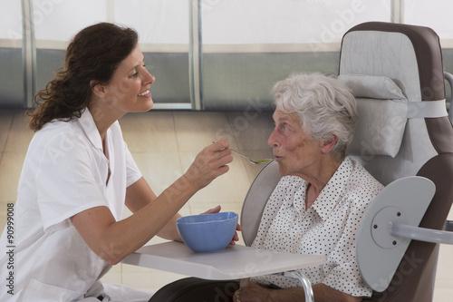 Repas maison de retraite fotos de archivo e im genes for Aide soignante en maison de retraite