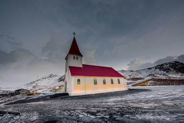 Foto op Aluminium Poolcirkel Old red wooden church, Vik, Iceland