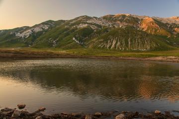 Campo imperatore, lago di Pietranzoni ultime luci