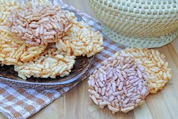 thai crispy rice cracker on wooden