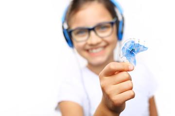 Aparat ortodontyczny. Piękny uśmiech dziecka