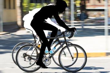 Ciclisti in corsa