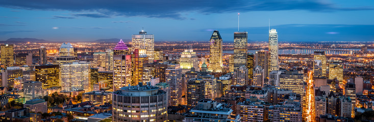 Tuinposter Canada Montreal panorama at dusk as viewed from the Mount Royal