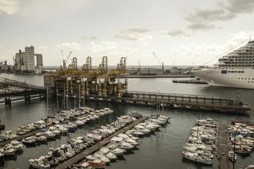 veduta dall'alto del porto di Savona,