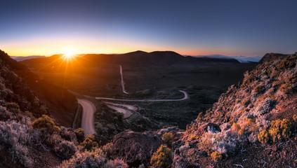 Lever du jour sur la route du Volcan, La Réunion.