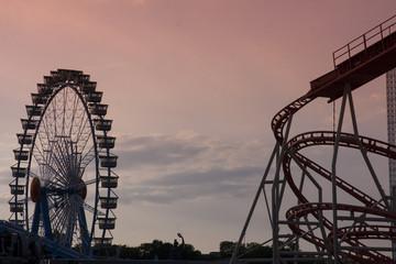 Abendstimmung Achterbahn und Riesenrad 2