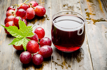 Red grape and juice on wooden background,healthy drink Fototapete