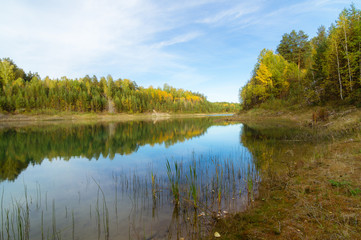 Printed kitchen splashbacks River Осенний пейзаж с лесным озером