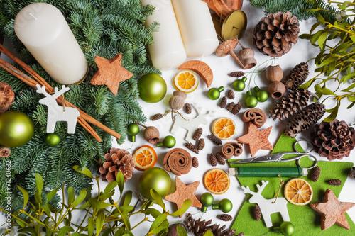 adventskranz selber dekorieren advent selbstgemacht dekoratio fotos de archivo e im genes. Black Bedroom Furniture Sets. Home Design Ideas
