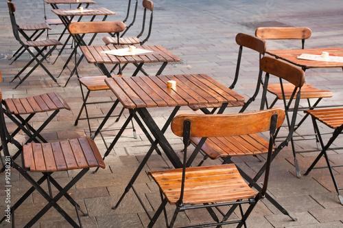 Terrasse Restaurant Avec Des Chaises En Bois Stockfotos Und