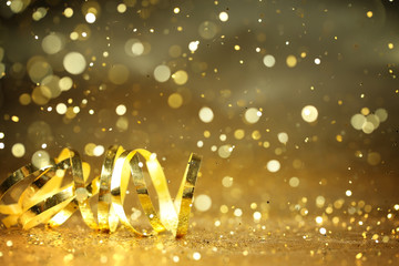 Golden streamers and glitter confetti