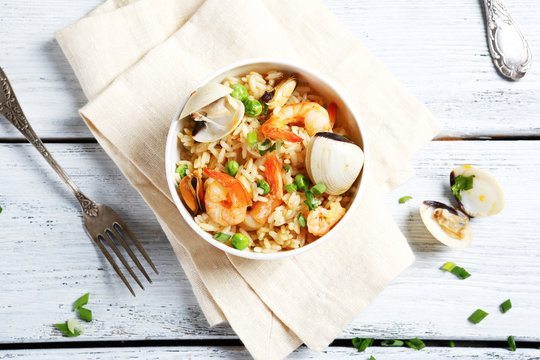 Nourishing rice with shrimp and mussels