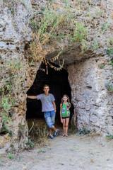 Devant une grotte de  Cotignac