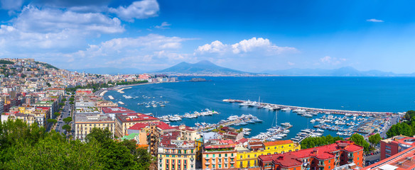 Photo sur Aluminium Naples Panorama of Naples, view of the port in the Gulf of Naples and Mount Vesuvius. The province of Campania. Italy.