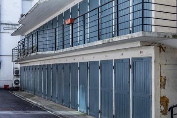 Portes de caves dans le Quartier des Gratte-ciel à Villeurbanne