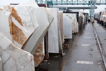 Deposito con piastre di marmo, Carrara, Italia