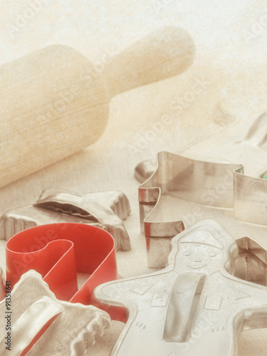 Intage Retro 1950s Tin Christmas Cookie Cutters And Rolling Pin With
