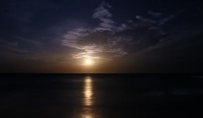 Der Mond geht auf, Arugam Bay, Sri Lanka