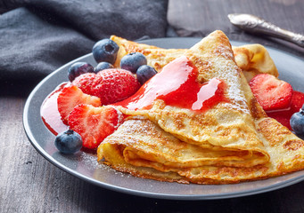 crepes with fresh berries