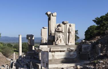 Монумент Меммиуса, г. Эфес, Турция