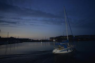 Voilier de nuit, port de Saint Malo