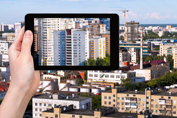 photographs picture of city on tablet pc