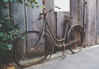 Tuinposter Fiets Old rusted bicycle