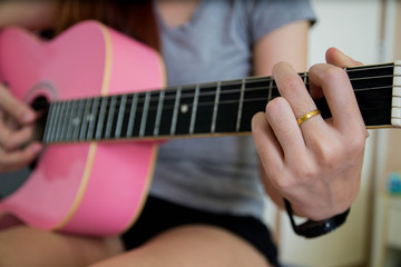 woman play guitar