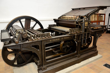 Antigua prensa litográfica para planchas de piedra.